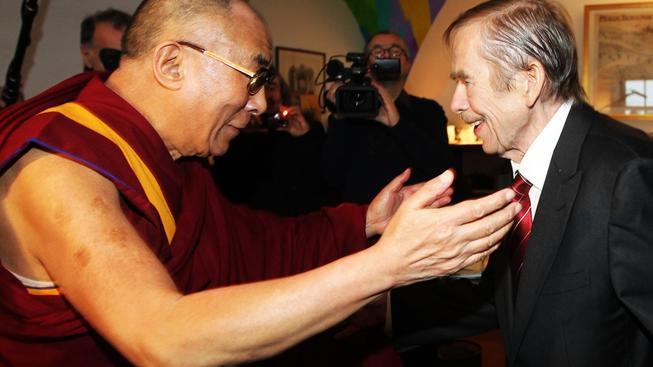 Dalajlama se s Václavem Havlem setkal několikrát, naposledy jen pár dní před jeho smrtí