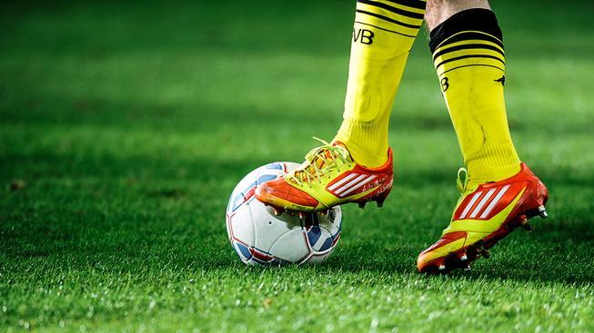 Český fotbal se brzy oblékne do žluté, která je pro Fortunu typická (Ilustrační snímek)