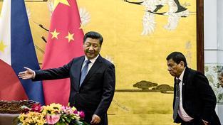 Prezidenti Číny a Filipín Si Ťin-pching a Rodrigo Duterte