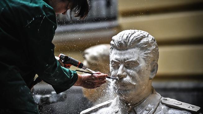 Takto o svého Stalina nepečují Rusové, ale Bulhaři v muzeu Totalitního umění v Sofii