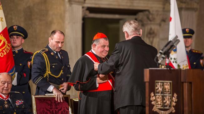 Prezident Miloš Zeman vyznamenal i pražského arcibiskupa Dominika Duku