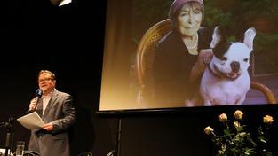 Recenze: Hana Hegerová nechodí k publiku, publikum chodí za ní