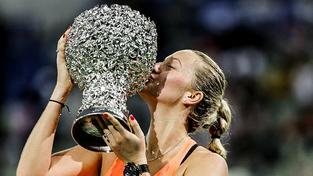 Petra Kvitová s čínskou trofejí