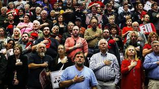 Stoupenci Trumpa na předvolebním shromáždění