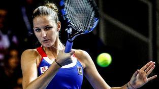 Karolína Plíšková během zápasu s Kristinou Mladenovicovou