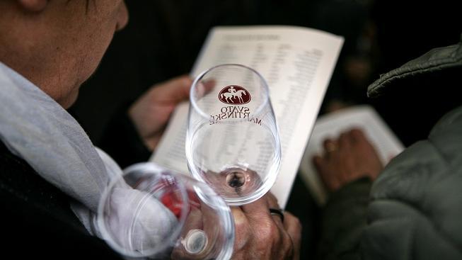 Vinařský fond utrácí stovky milionů korun v rozporu se zákonem, například i za svatomartinskou kampaň