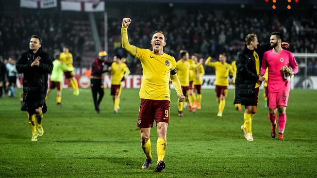 Fotbalisté Sparty slaví vítězství nad Southamptonem a postup do vyřazovací části EL