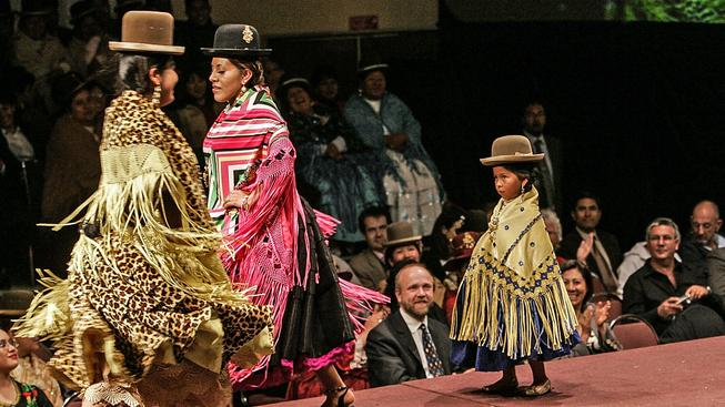 Přehlídka bolivijské domorodé módy