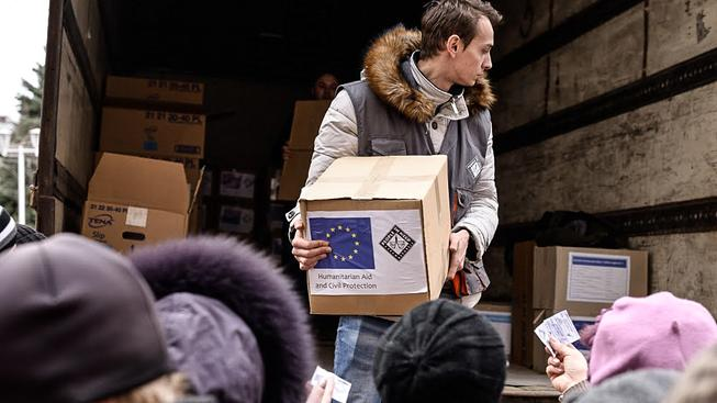 Distribuce hygienických balíčků pro dospělé a pro děti. Mironovskij, Ukrajina