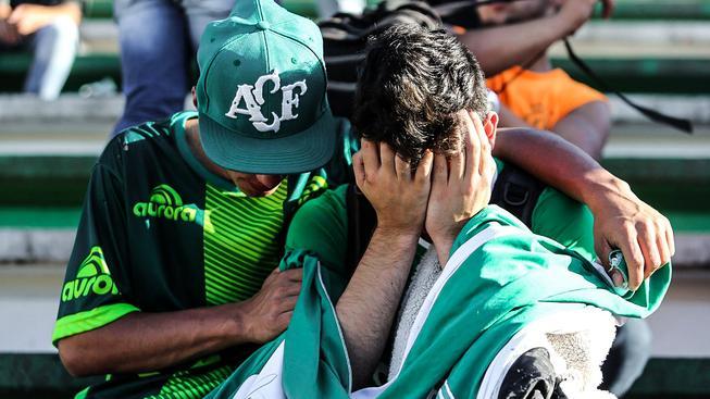 Brazilský prezident Michel Temer vyhlásil v zemi třídenní státní smutek po leteckém neštěstí, které zasáhlo klub Chapecoense