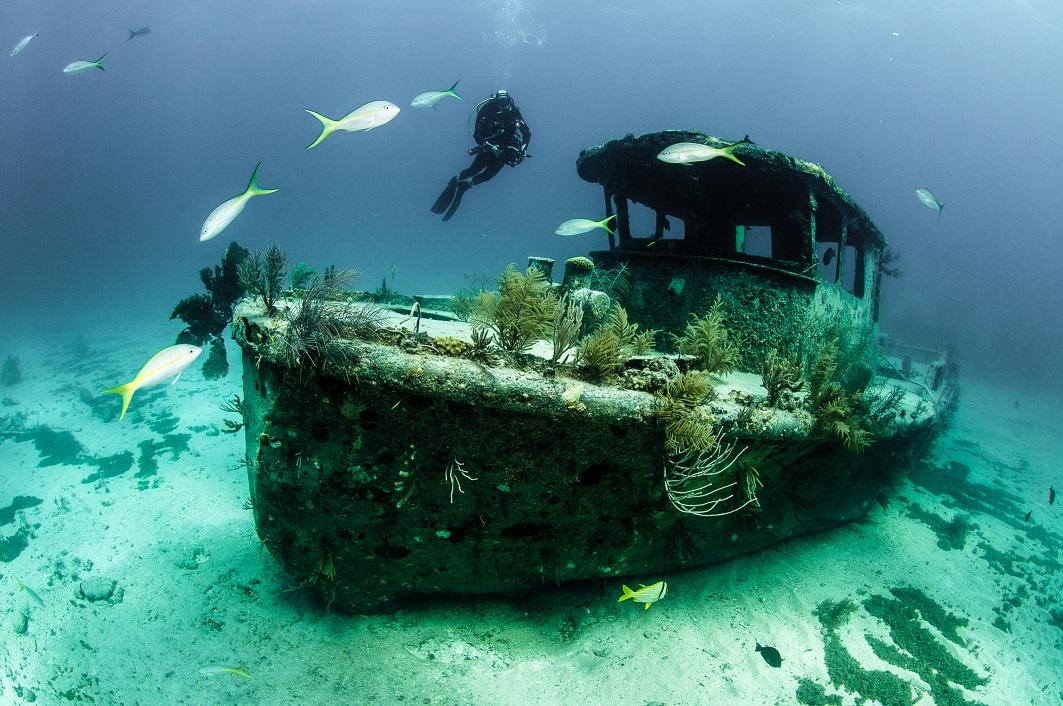 Hřbitovy lodí: Tisíce vraků, které se pomalu rozkládají v písku