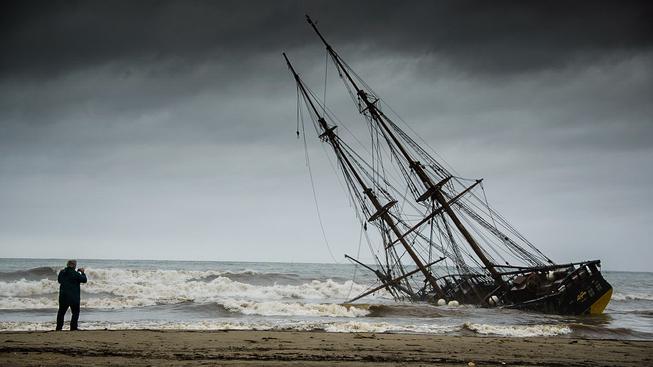 Replika Heřmanovy lodě 'La Grace', kterou postavili čeští nadšenci a která jim nešťastnou náhodou uvízla u španělských břehů