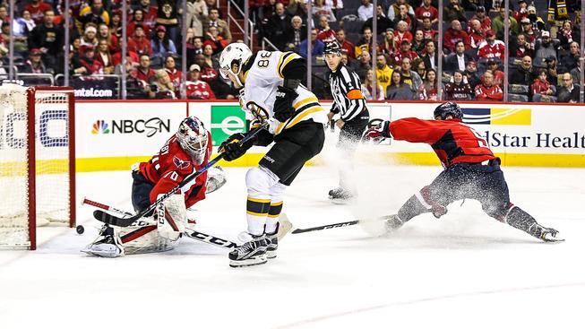 Boston bral z utkání s Washingtonem bod za prohru v prodloužení i díky Davidu Pastrňákovi