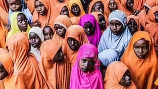 Čekání na humanitární balíčky. Tanzánie, 2016