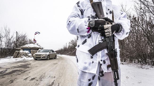 Doněcký ozbrojenec na kontrolním stanovišti
