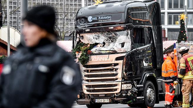 Kamion usmrtil na vánočním trhu v Berlíně 12 lidí
