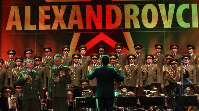 Armádní pěvecký soubor Alexandrovci vystupuje pravidelně i v Česku, kde je velmi oblíbený
