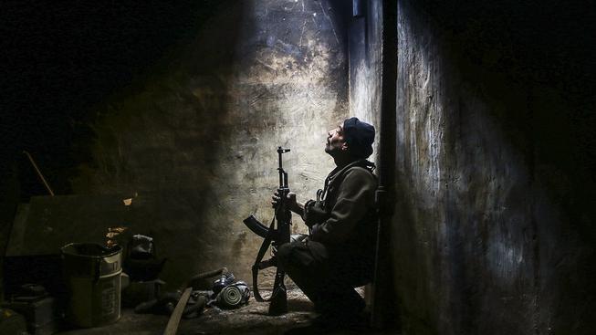 Bojovník ze syrské opoziční skupiny Fajlak ar-Rahman neboli Legie milosrdných v Damašku
