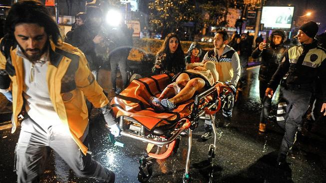 Při teroristickém útoku na vyhlášenou istanbulskou diskotéku zemřelo nejméně 39 lidí