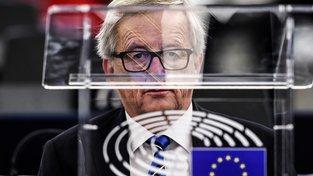 Jean-Claude Juncker byl premiérem Lucemburska 18 let, za jeho vlády se z chudé země stal pomocí daňových úlev pro nadnárodní společnosti jeden z nejbohatších evropských států. Nyní vede Evropskou komisi, která za podobné chování uděluje obří pokuty