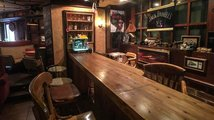 V baru u pana O