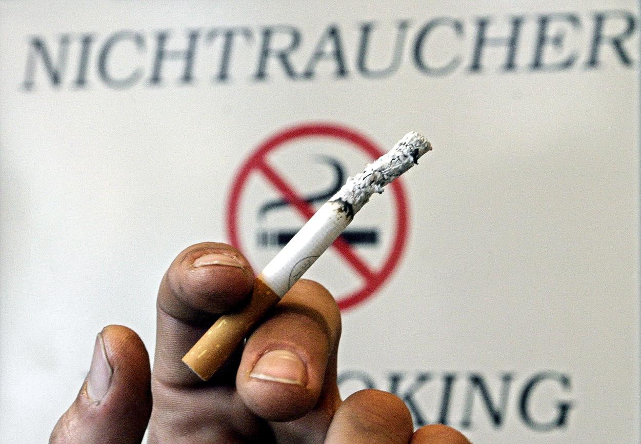 Volit ano, kouřit ne. Má smysl zakazovat mládeži cigarety?
