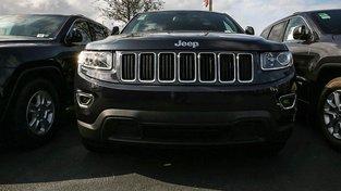 Pro Fiat Chrysler je to druhá rána za sebou. Automobilka se nedávno dostala do středu pozornosti, když její Grand Cherokee zadávil hvězdu snímku Star Trek Antona Yelchina