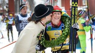 Smutná ještě jako rakouská reprezentantka loni po vítězství na Vasaloppetu