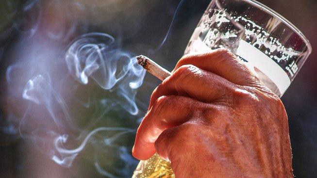 Kavárny, restaurace i hospody budou nekuřácké. Ilustrační snímek