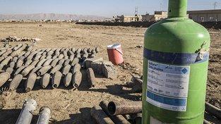 To, že islamisté disponují chemickými zbraněmi, dokládají i snímky z Iráku z oblastí, ze kterých se irácké armádě podařilo vypudit Islámský stát