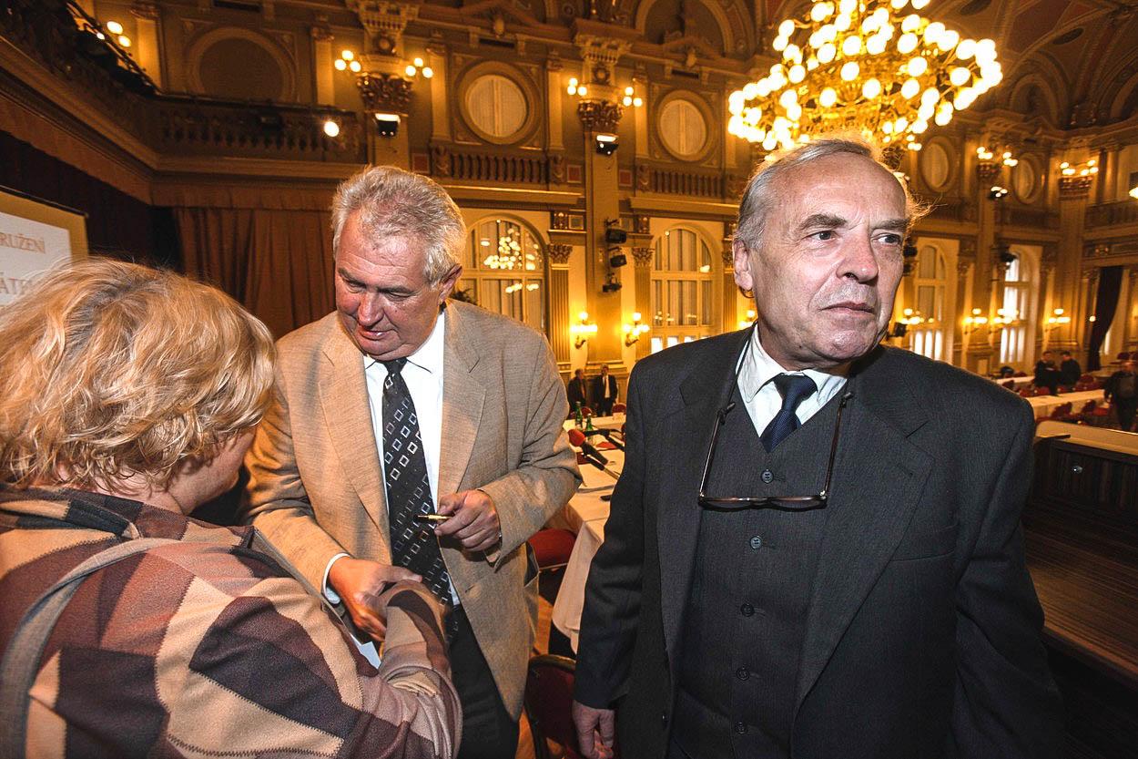 Krtek Zeman se snaží rozrýt etický komitét