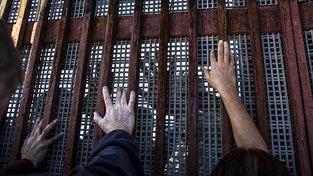 Trump není první, kdo se rozhodl postavit na hranici své země s Mexikem zábrany