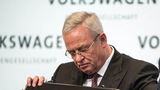 Bývalý šéf Volskwagenu Martin Winterkorn je podezřelý z podvodu, o manipulaci s emisemi prý věděl mnohem dřív, než tvrdil