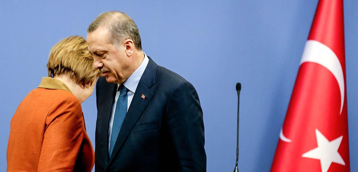Návštěva Merkelové v Turecku přichází obzvlášť nevhod