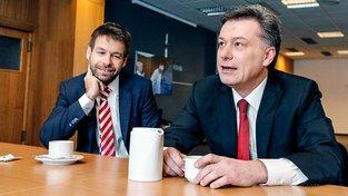 Ministr spravedlnosti Robert Pelikán a jeho předchůdce Pavel Blažek, který předsedal vyšetřovací komisi k reorganizaci