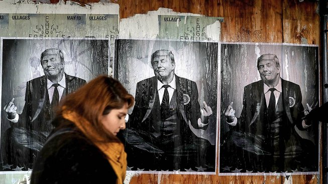 Plakáty s Trumpem v Los Angeles