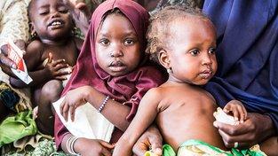 Nigerijské děti na prohlídce u lékaře. Ilustrační snímek