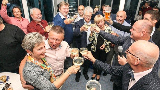 Tak se v Olomouci slavilo vítězství. Košta (uprostřed snímku) však netušil, že svou úlohu už vlastně splnil