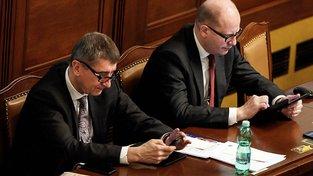 Bohuslav Sobotka a Andrej Babiš si posílají vzkazy přes televizi, sociální sítě a nyní Sobotka napsal svému vicepremiérovi i dopis