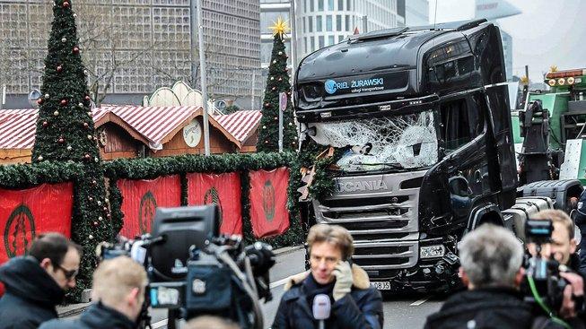 Evropou v adventním čase otřásl útok na berlínský vánoční trh