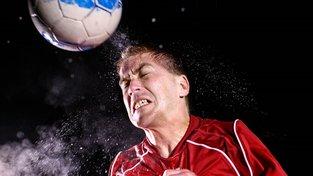 Hlavičkování nejen bolí, ale poškozuje mozek. Ilustrační snímek