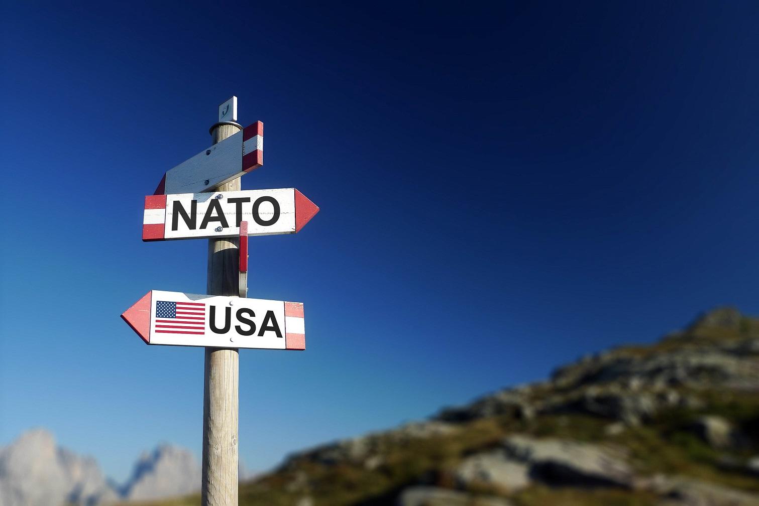 Komentář: Konec evropské idylky v NATO. Budeme si muset připlatit