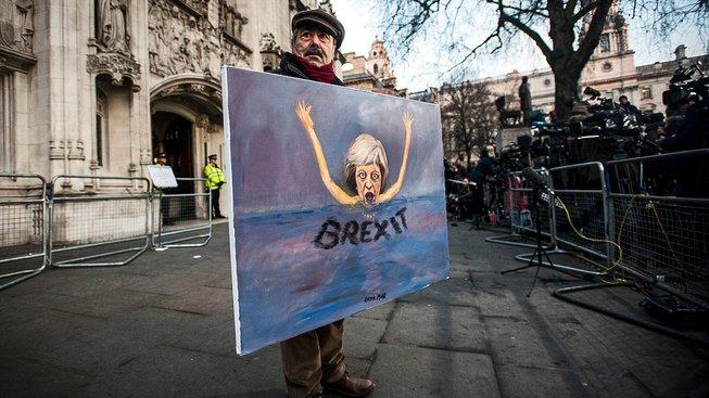Prostřelí si Evropa vlastní nohu, nebo zvolí férový přístup a Brity nebude za odchod trestat?