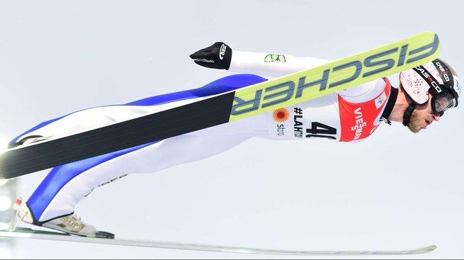 Český skokan na lyžích Roman Koudelka skončil na středním můstku na 14. místě
