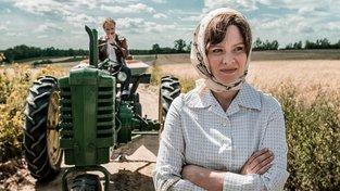 Záběr z filmu Umění milovat na hlavní postavu, Michalinu Wislockou ztvárněnou Magdalenou Boczarskou