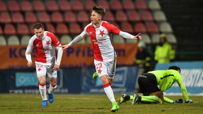 Slavia roznesla bezmocnou poslední Příbram a vede ligu