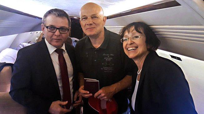 Petr Jašek na palubě letadla na cestě do ČR