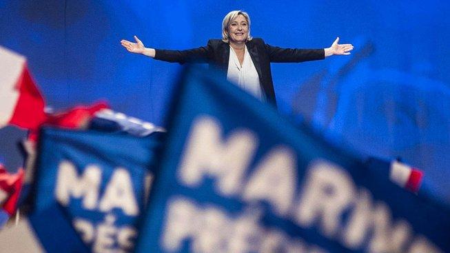 Marine Le Penová je na vzestupu. Kdo se jí postaví v druhém kole voleb?