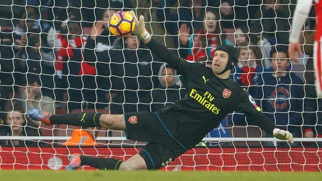 Brankář Petr Čech zatím nechytil v dresu Arsenalu ani jednu penaltu