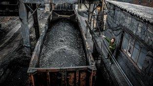 Bez uhlí z donbaských dolů hrozí kolaps části ukrajinských elektráren, a tedy i přerušení dodávky elektřiny do několika regionů